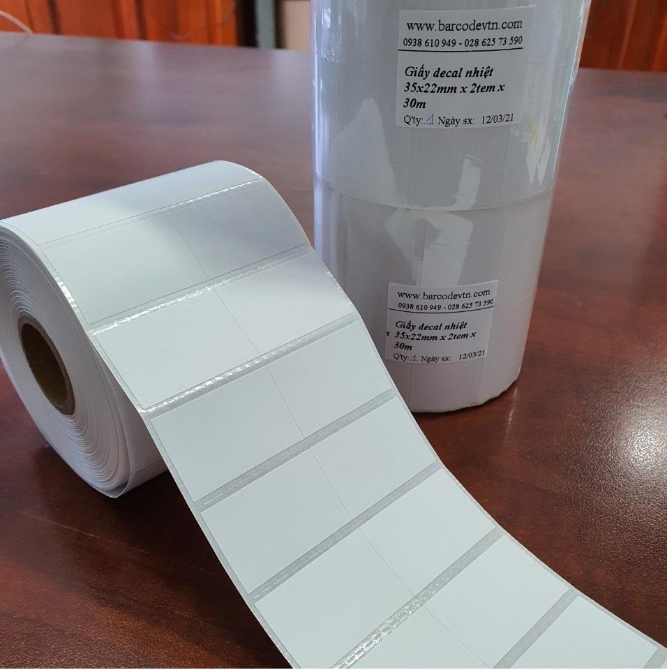 Giấy in mã vạch 2 tem 35×22 30m dạng cuộn cảm nhiệt